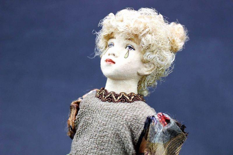 小林美枝子 創作人形 カボチャに座るハロウィン仮装の女の子 24cm