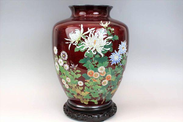 七宝焼 赤地菊花文花瓶 高さ31cm