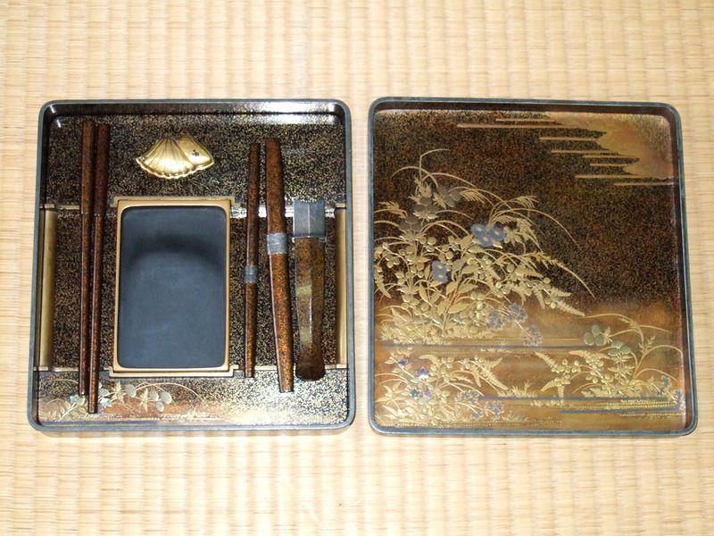 秋草図蒔絵梨地硯箱