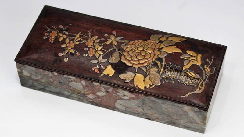 梅牡丹図唐木蓋硯