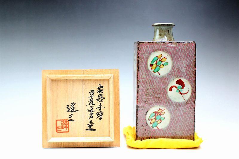島岡達三作 象嵌赤絵草花文方壺