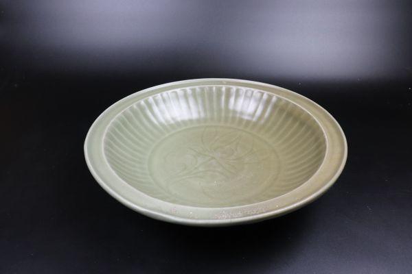 天龍寺青磁 花刻大平鉢