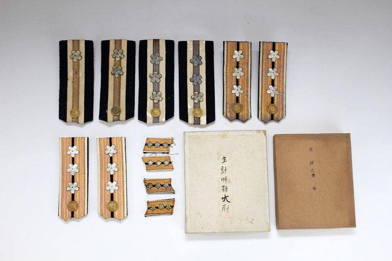 大日本帝国海軍 主計特務大尉・大佐用肩章・襟章セット
