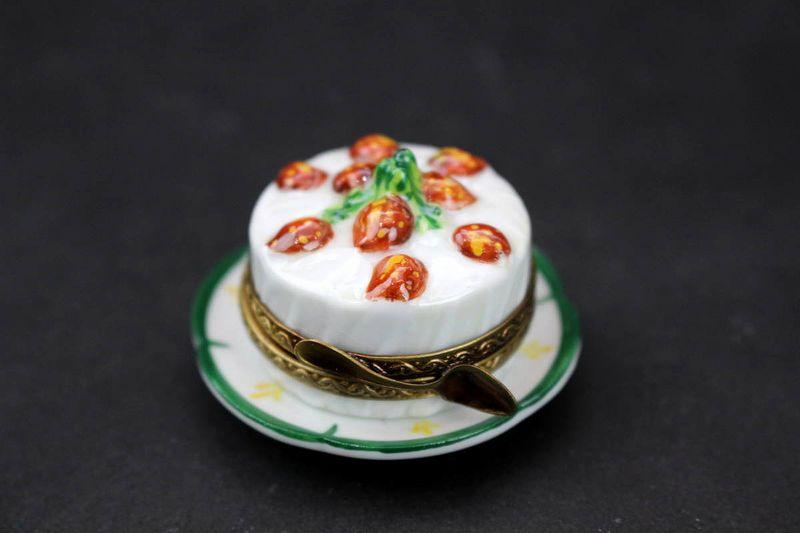 リモージュボックス 苺のケーキ