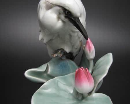 蓮に鷺の図白磁置物