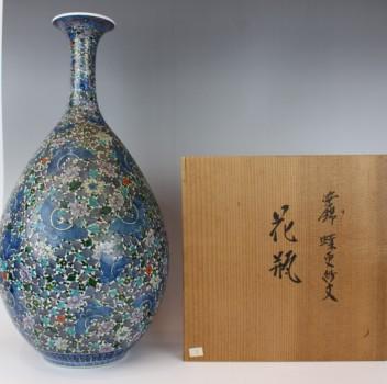 村上玄輝の「染錦蝶更紗文花瓶」