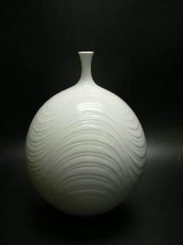 藤井朱明作 白磁彫文花器