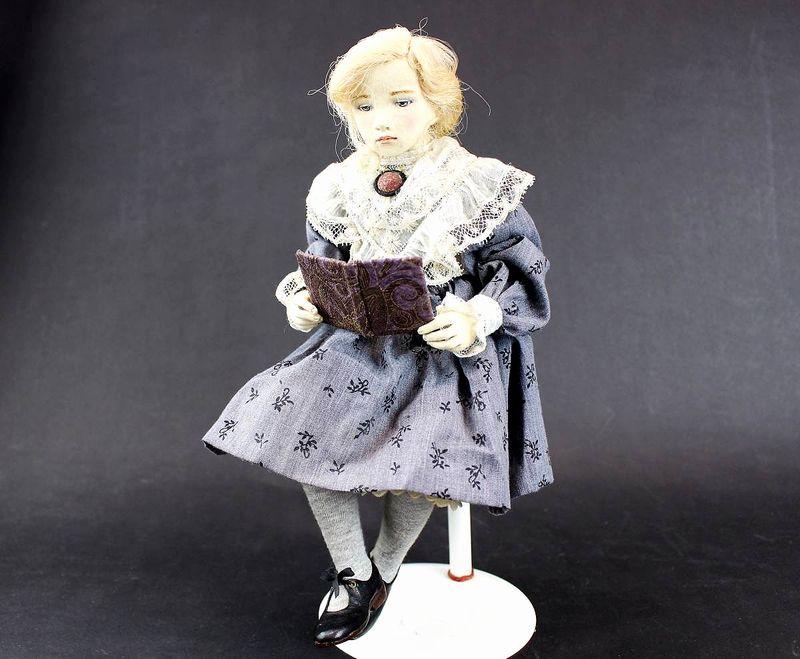 小林美枝子 創作人形 読書をする女の子 30cm
