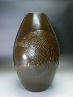 砲形鷹紋花瓶