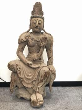 木彫り半跏観音像