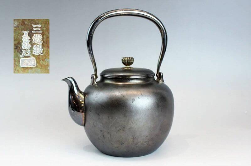 三越製 義勝造 純銀菊花摘蓋銀湯沸かし 366g