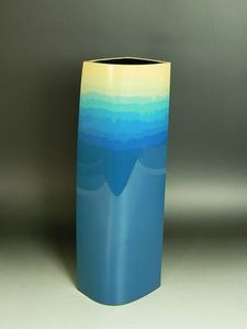 岡田雄志作 彫漆花器