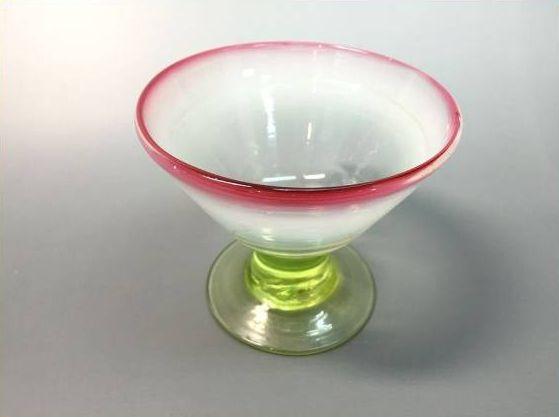 乳白ぼかし漏斗形赤縁ウランガラス氷コップ