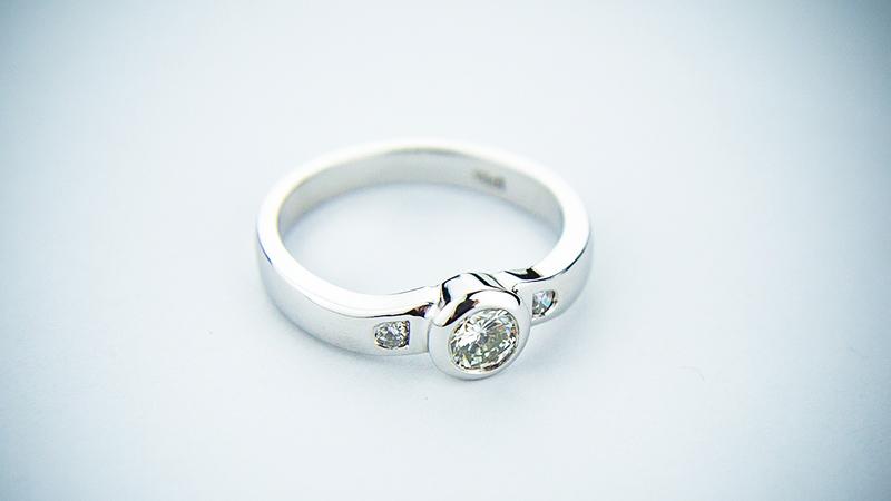 ダイヤモンドの概要(産地やグレード、石言葉について)