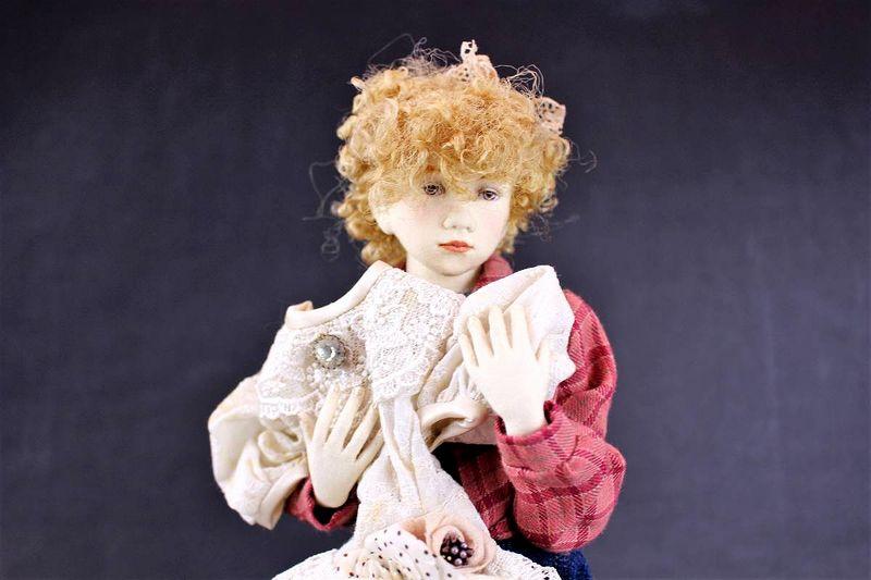 小林美枝子 創作人形 レースのワンピースを抱える女の子 28cm