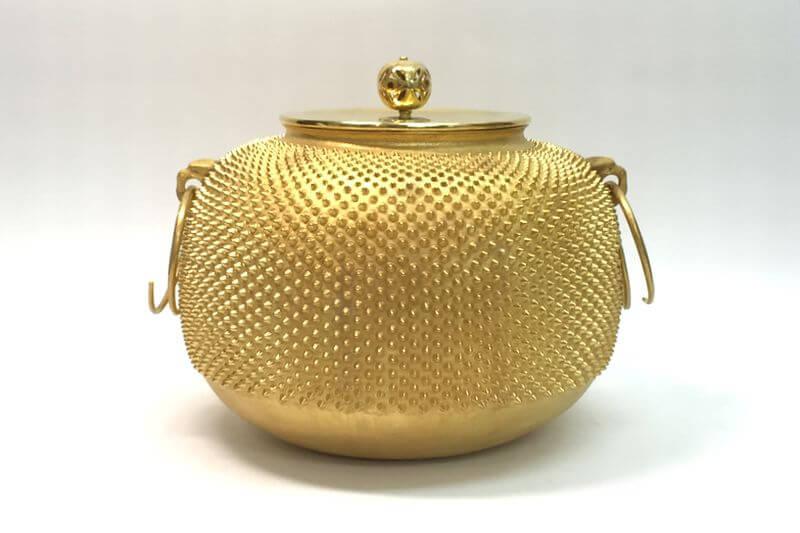 純金製茶釜