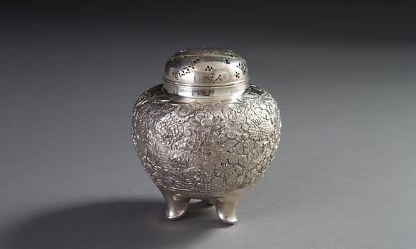 純銀草花図紋香炉