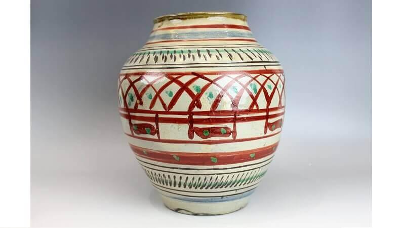 新垣栄三郎の赤絵壺